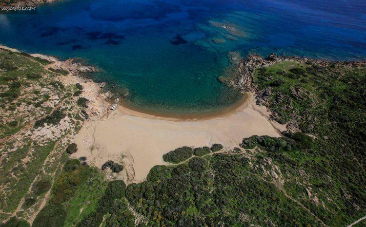 Treis Eklisies Beach Ios Island